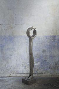 Le baiser | Isabel Miramontes Artist | sculpture bronze | Galerie Mickaël Marciano Place des Vosges Paris.