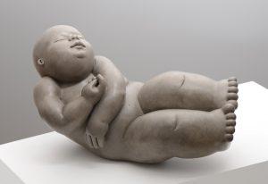 Artiste MARIELA Garibay Dans les nuages | Bronze Sculpture bébé Tendre | Galerie Mickaël Marciano Art contemporain Paris