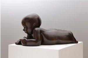 Artiste MARIELA Garibay Les petites choses | Bronze Sculpture bébé Tendre | Mickaël Marciano Art Gallery Paris
