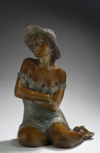 Brigitte Teman Artist | Lola | Bronze sculpture femme sitting woman hat portrait | Galerie Mickaël Marciano Art contemporain Paris