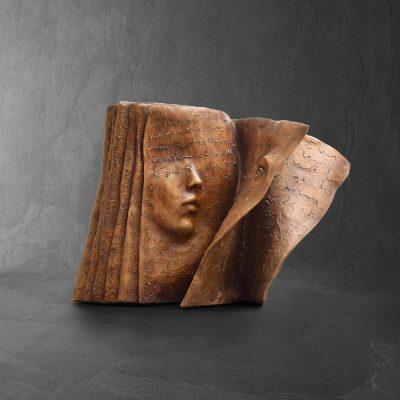 La composition  Paola Grizi Artist   sculpture bronze livre   Galerie Mickael Marciano Paris Place des Vosges