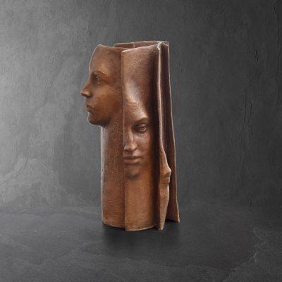 Tribus Artist Paola Grizi Bronze Sculpture originale Book Livre Visage Face Marciano Surrealism surréalisme Contemporary Gallery Art contemporain ContemporaryArt Paris place des vosges