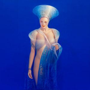 Andrzej Malinowski Artiste | Vestale | hyperréalisme blue bleu | Galerie Mickaël Marciano Place des Vosges Paris