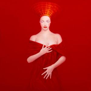 Andrzej Malinowski Artiste | Vestale Rouge | hyperréalisme rouge red | Galerie Mickaël Marciano Place des Vosges Paris