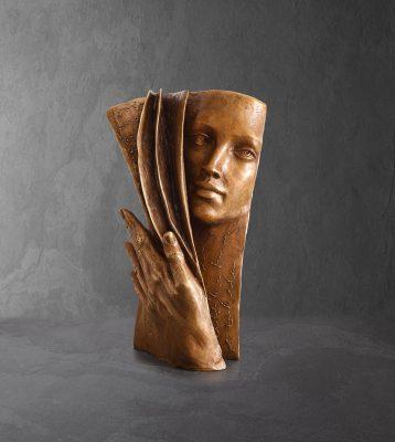 Arrière plan  Paola Grizi Artist   sculpture bronze livre   Galerie Mickael Marciano Paris Place des Vosges
